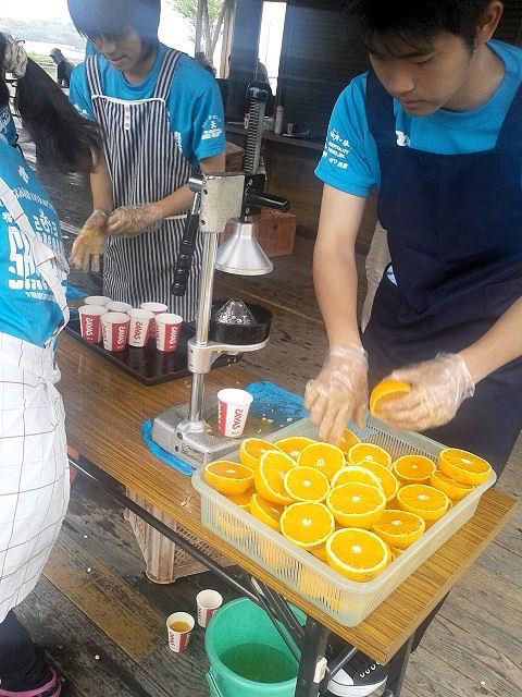 しまなみ海道ウルトラ遠足34.7Kmエイドオレンジの生絞り