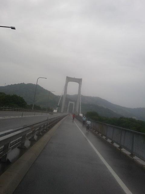 この橋を渡ると最後の島、大島