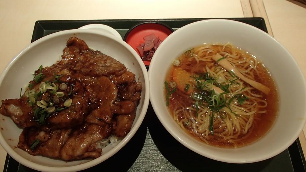 豚丼とラーメンセット