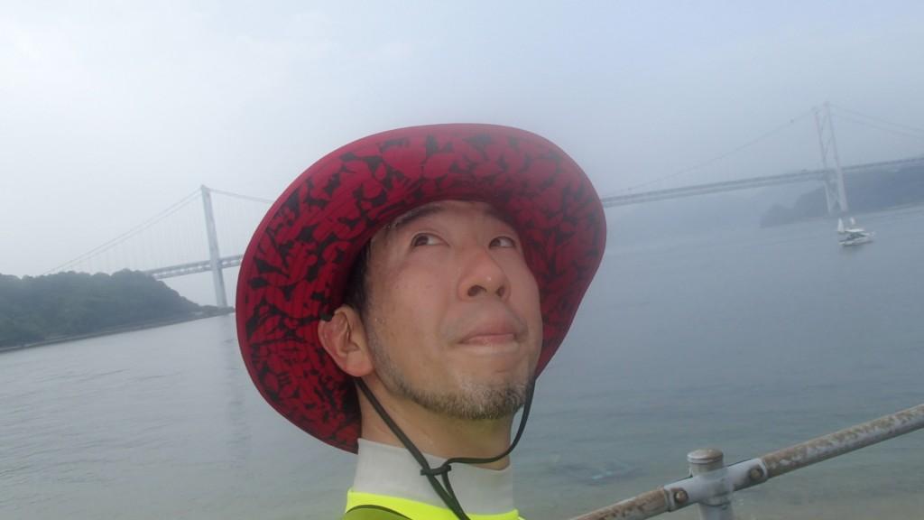 因島大橋をバックに