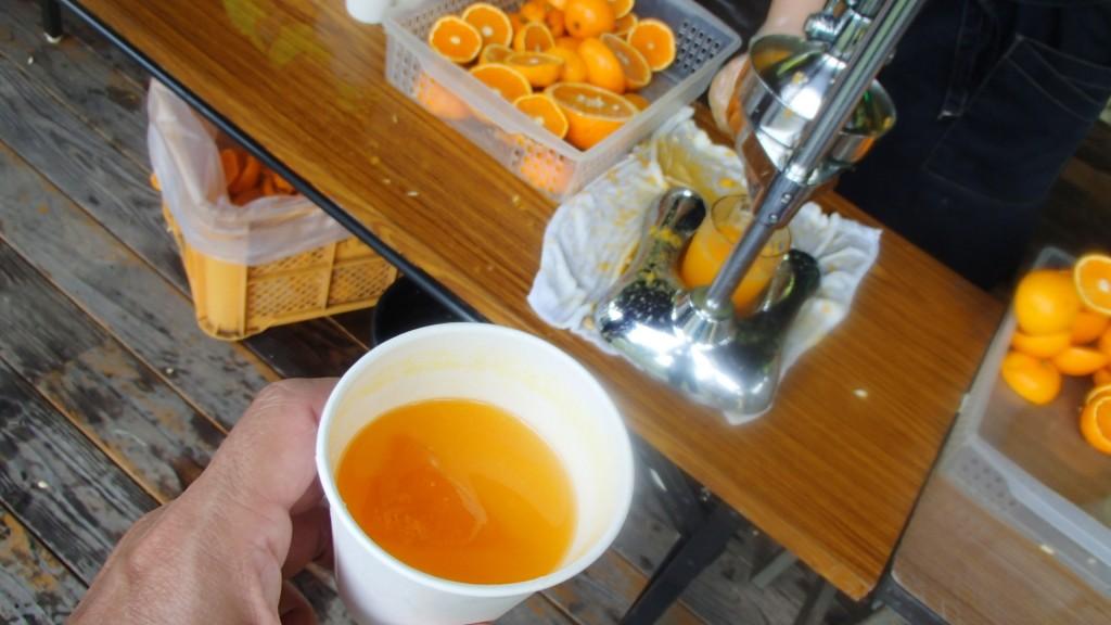 因島・アメニティ交流館エード生絞りオレンジ3杯お替りしました