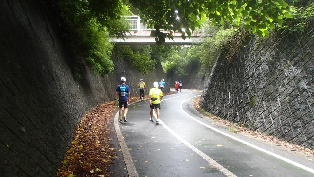 生口橋へ上るスロープ