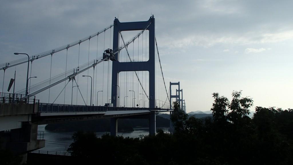 来島海峡大橋前