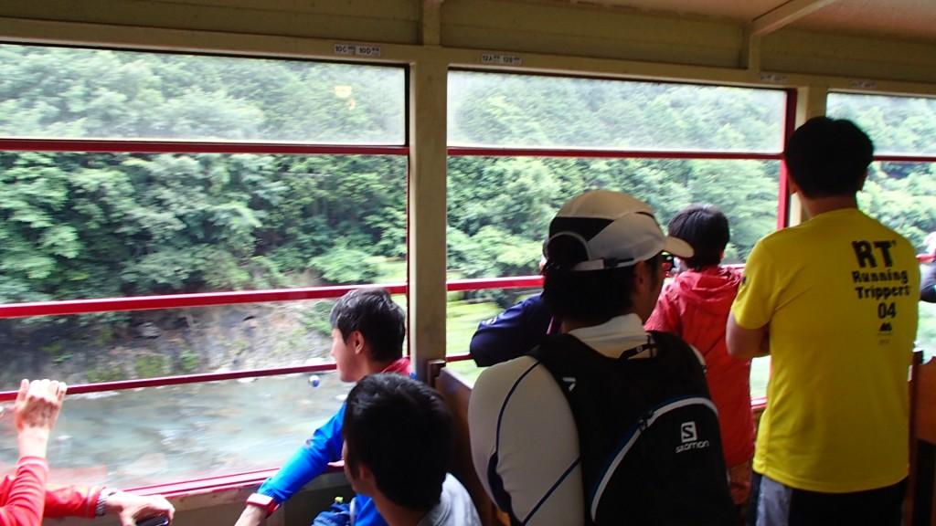 途中保津川の景色を楽しむ