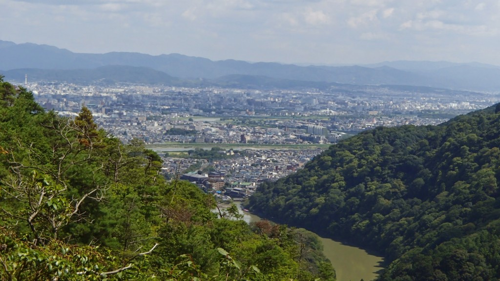 小倉山頂上近くから京都市内