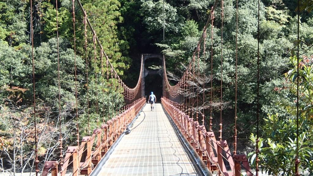 吊り橋帰り道
