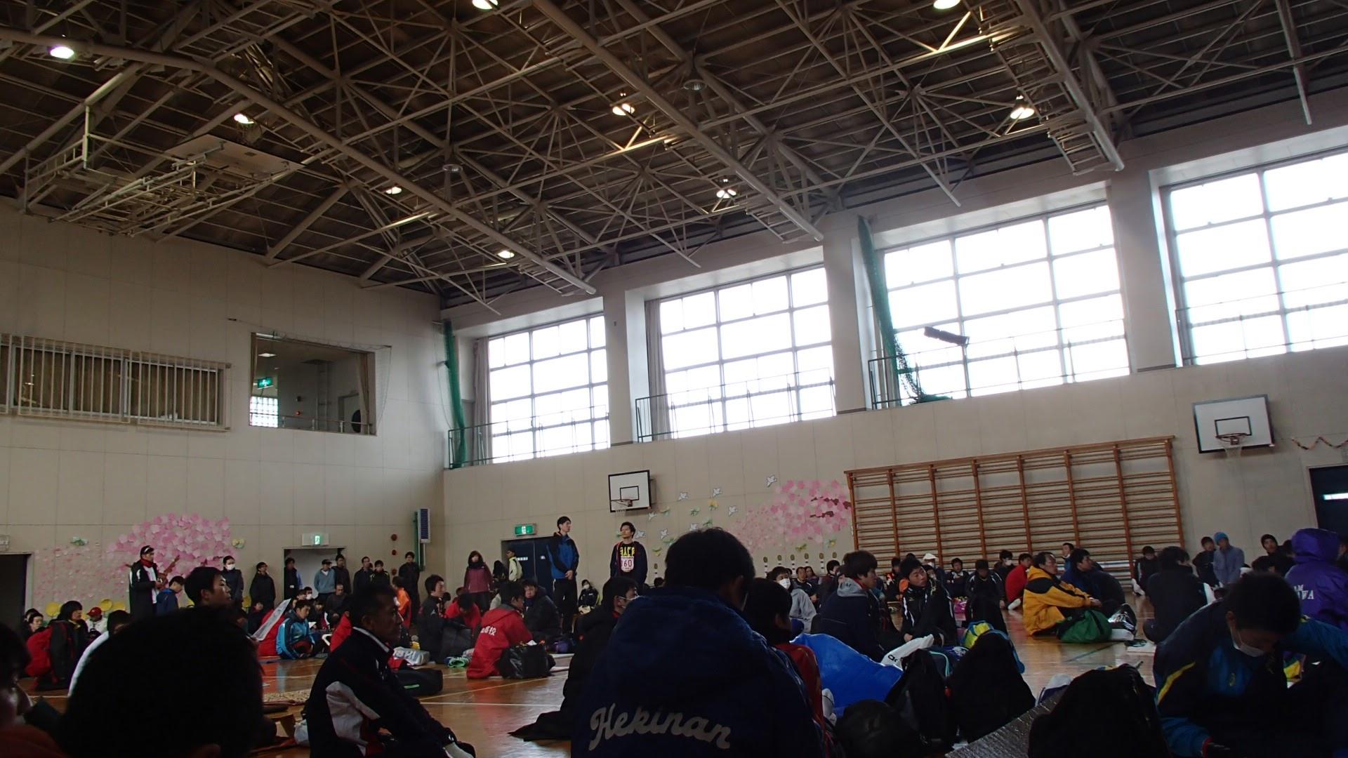 4区の待機する体育館
