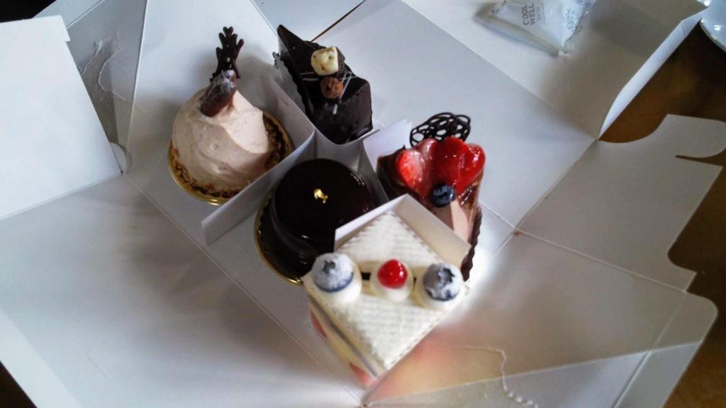 お土産のケーキ