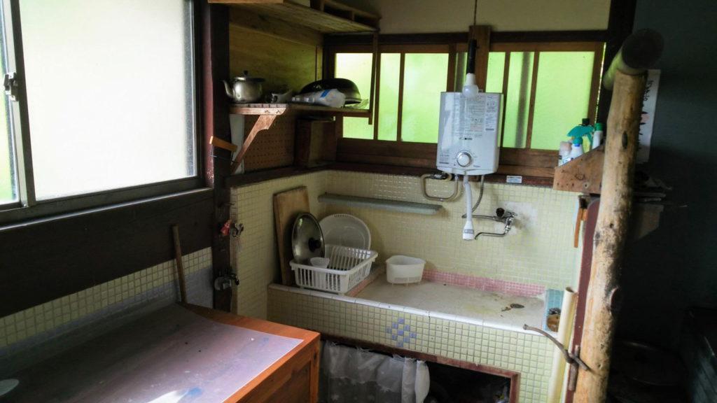 タイル貼りの台所