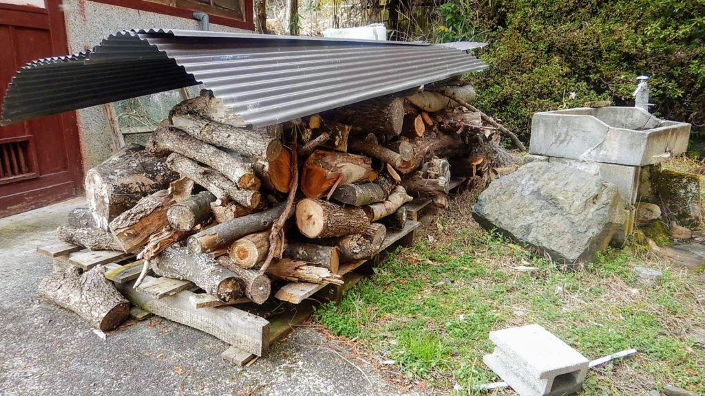 薪割り前の一時保管場所