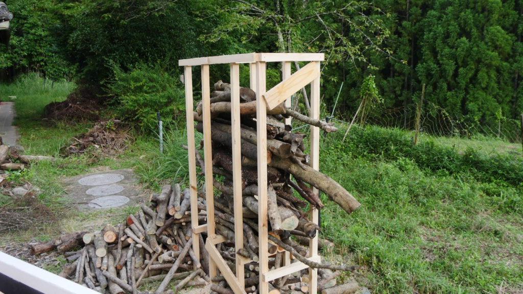 細い枝の玉切り台