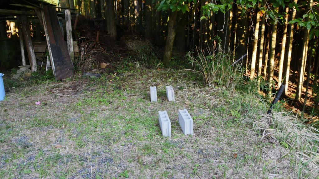 薪棚の基礎はブロック