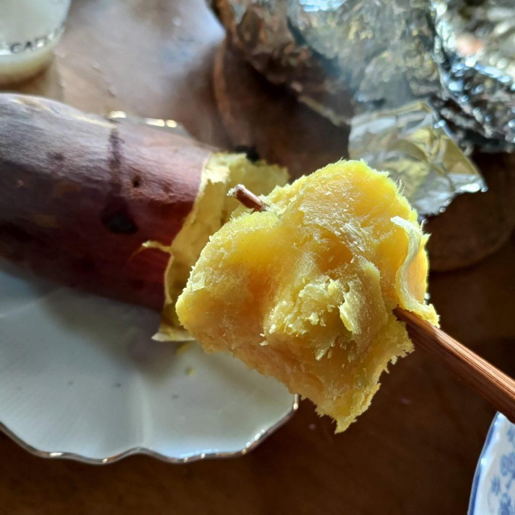 薪ストーブで焼き芋